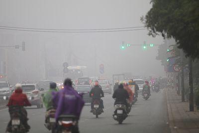 Chùm ảnh: Sương mù dày đặc, người dân thủ đô ngỡ như đang ở Sapa - ảnh 1