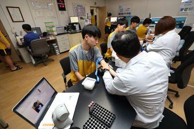 Hàn Quốc: Điều tra nhóm thanh niên giả điếc, trốn nghĩa vụ quân sự - ảnh 1