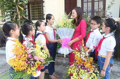 Ngày 20/11: Những bài văn đầy cảm xúc của học trò viết về thầy cô - ảnh 1