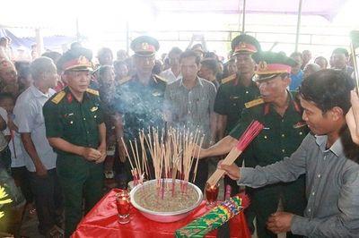 Cảm động lễ đón hài cốt liệt sĩ về quê nhờ chiếc bút khắc tên người yêu - ảnh 1