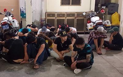 Hơn 30 dân chơi trong quán bar dương tính với ma túy - ảnh 1