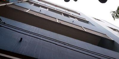 Nam bệnh nhân nhảy từ lầu 3 tự tử trong khuôn viên bệnh viện Tiền Giang - ảnh 1
