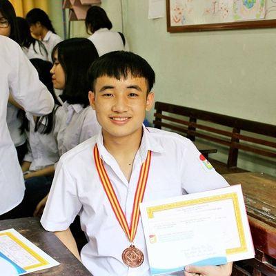 Nam sinh đạt 9,75 điểm Ngữ văn: Không chỉ đẹp trai, học giỏi mà còn viết chữ đẹp - ảnh 1