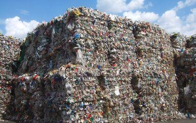 Việt Nam có thể thay thế Trung Quốc đứng đầu ngành tái chế nguyên liệu của thế giới? - ảnh 1
