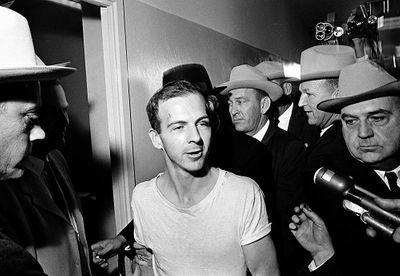Những nghi vấn chưa có lời giải về vụ cựu Tổng thống Mỹ Kennedy bị ám sát 55 năm trước - ảnh 1