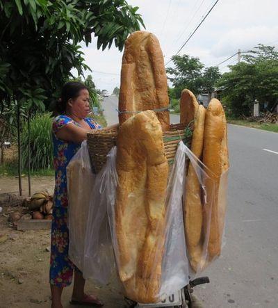 Bánh mì khổng lồ nổi tiếng ở An Giang biến mất đầy bí ẩn - ảnh 1
