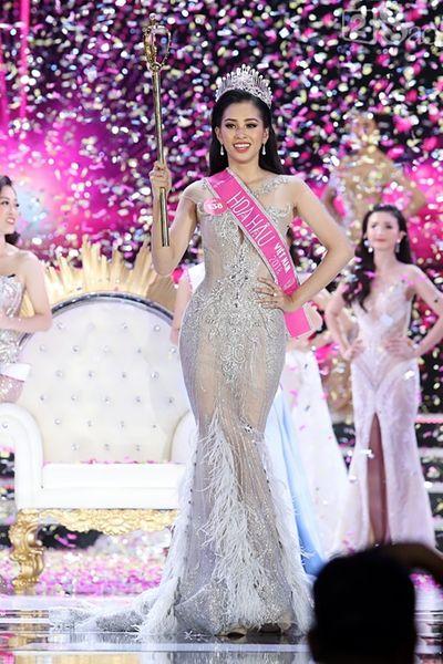 Hoa hậu Việt Nam 2018 Trần Tiểu Vy: Đạt được danh vị không khó nhưng để giữ thì không dễ dàng! - ảnh 1