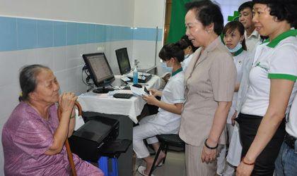 Y tế sức khỏe - Tập đoàn Hoàn Mỹ: Khám bệnh, tặng quà cho 2.500 người dân Côn Đảo