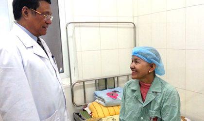 Sức khoẻ - Bệnh nhân ung thư vú đầu tiên ở VN khỏi bệnh nhờ cấy tế bào gốc