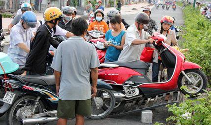 Xã hội - Kiếm tiền triệu mỗi ngày nhờ kẹt xe ở TP.HCM