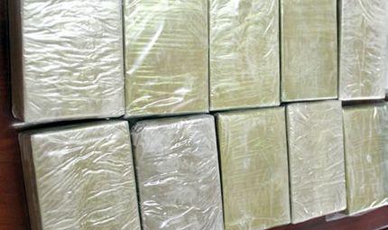 An ninh - Hình sự - Bắt 2 đối tượng vận chuyển 10 bánh heroin, 4.000 viên ma túy