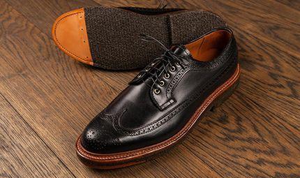 Hàng thật - hàng giả - 2 mẹo đơn giản giúp bạn phân biệt giày da thật và da giả
