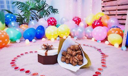 """Cộng đồng mạng - Chàng trai tặng bạn gái """"bó hoa"""" 15 chiếc đùi gà rán để kỷ niệm tình yêu"""