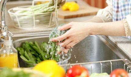 Chuyên gia - Ngâm thực phẩm trong nước muối: Sai lầm hại sức khỏe?