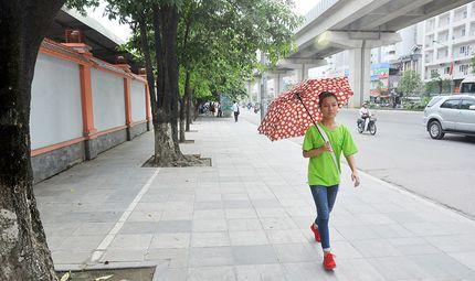 Thị trường - Hà Nội dùng đá tự nhiên tuổi thọ 70 năm lát vỉa hè, chấm dứt cảnh đào đường vô tội vạ