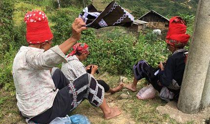 Gia đình - Tình yêu - Những cô gái Mông ngồi thêu áo, tìm bạn tình