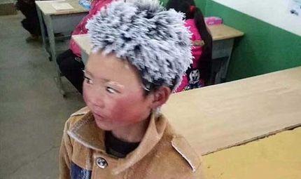 Tin tức - Cậu bé 8 tuổi bị đóng băng tóc và lông mày khi đi bộ gần 5 km đến trường để thi