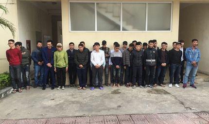 Tin tức - Hà Tĩnh: Xử lý, tạm giữ hơn 100 người đốt pháo đêm giao thừa