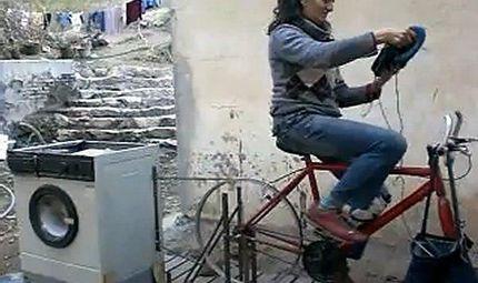 Tin tức - Máy giặt chạy bằng sức người không tốn điện lại giảm béo bụng được chị em