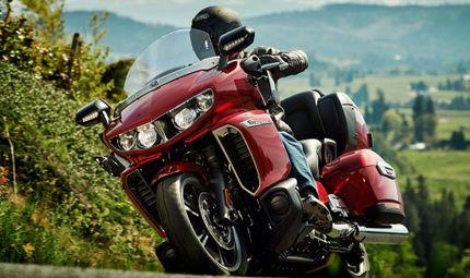 """Tin tức - Yamaha Star Venture cạnh tranh """"vua đường trường"""" Goldwing"""