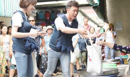Tin tức - Video: Trấn Thành - Hari Won xin từng món khi đi chợ và nấu khét cả nồi cháo