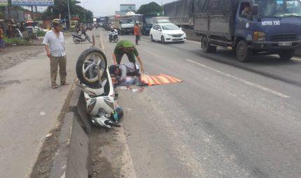 Tin tức - Tin tai nạn giao thông mới nhất ngày 16/8/2018: Cha mẹ gào khóc bên thi thể cô gái trẻ