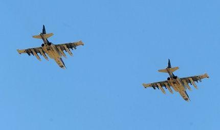Tin thế giới - Người dân Nga choáng váng khi thấy chiến đấu cơ diễn tập hạ cánh trên con đường đông đúc