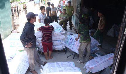 Thị trường - Hà Nội: Thu giữ, niêm phong hàng nghìn sản phẩm thanh kẹp giả mạo nhãn hiệu