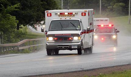 Sức khoẻ - Làm đẹp - Hi hữu: Xe cứu thương vô tình vấp phải ổ gà, tim bệnh nhân đập trở lại