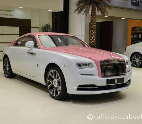 """- Ngắm Rolls-Royce Wraith phiên bản Barbie hồng """"độc nhất vô nhị"""" ở Abu Dhabi"""