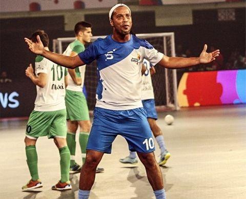 Ronaldinho ghi 5 bàn trong chiến thắng 7-2 của đội nhà ở giải futsal Ấn Độ - Ảnh 1