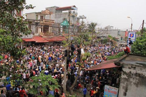 Mang quan tài sản phụ tử vong diễu phố ở Thanh Hóa - Ảnh 2