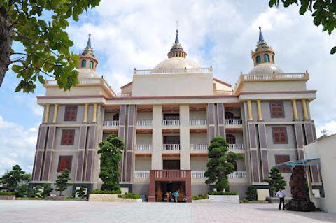 Dinh thự của đại gia Trầm Bê: Tòa nhà xấu xí nhất Việt Nam? - Ảnh 2