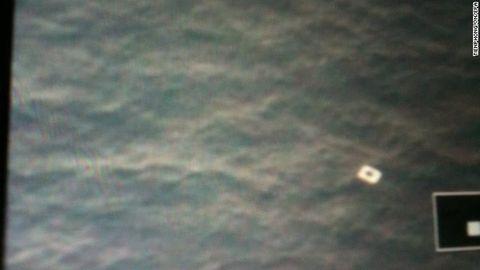 Toàn cảnh cuộc tìm kiếm máy bay Malaysia mất tích qua ảnh - Ảnh 2