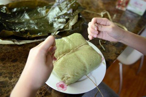 Quỳnh Anh Shyn với sự cố cắt bánh chưng làm 4 phần - Ảnh 2