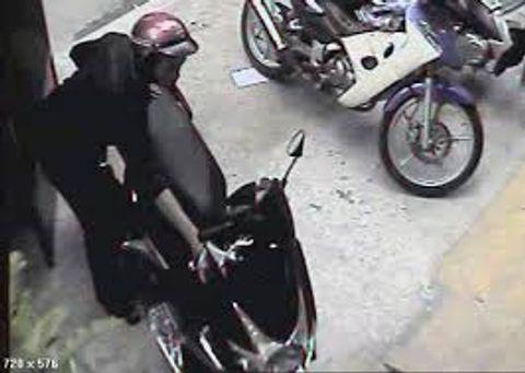 Cô gái trộm xe máy của mẹ đi cầm rồi báo bị cướp