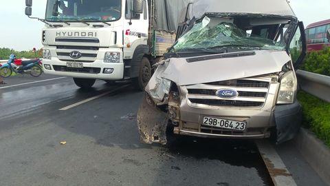Xe khách va chạm xe tải, hàng chục con trâu náo loạn đường cao tốc - Ảnh 3