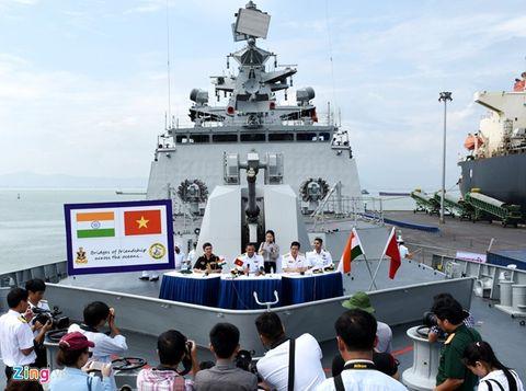 Tàu tàng hình tấn công mặt đất và trên biển hiện đại nhất Ấn Độ cập cảng Đà Nẵng - Ảnh 2