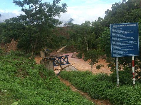 Nhiều cây cầu ở Miền Trung bị trôi sập sau mưa lũ - Ảnh 2