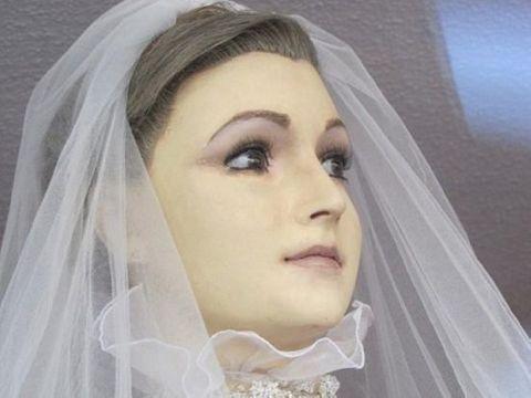 Bí ẩn về ma-nơ-canh xinh đẹp suốt 8 thập kỷ - Ảnh 1