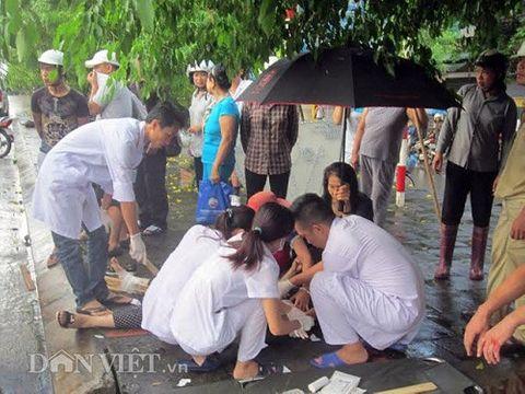 Quảng Ninh: Xe khách đâm cột đèn quảng cáo, 8 người nhập viện - Ảnh 2