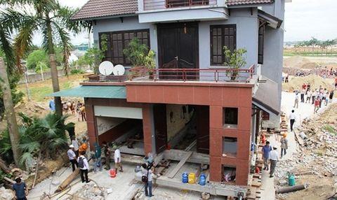 Biệt thự 800 tấn ở Nghệ An đã được di chuyển 22 mét - Ảnh 1