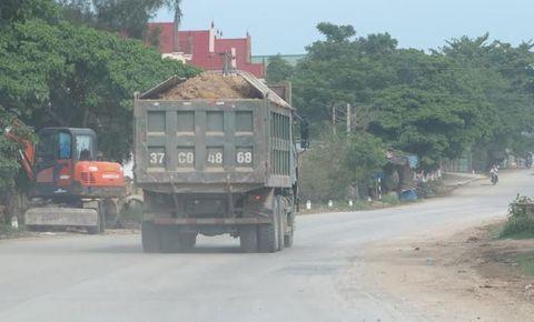 Dân kêu khổ vì xe phục vụ dự án quốc lộ mới phá nát quốc lộ cũ - Ảnh 3