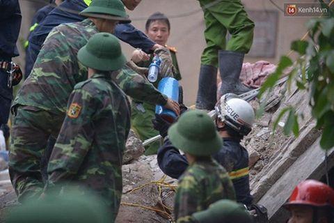 Hiện trường vụ sập nhà, vùi lấp 4 người tại Hà Nội - Ảnh 6