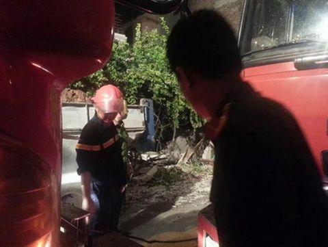 Hiện trường vụ sập nhà, vùi lấp 4 người tại Hà Nội - Ảnh 2