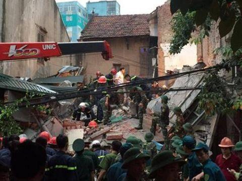 Hiện trường vụ sập nhà, vùi lấp 4 người tại Hà Nội - Ảnh 5
