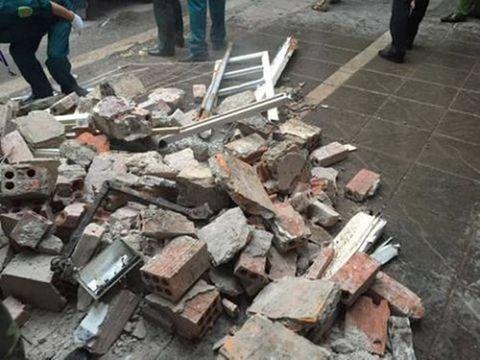 Hiện trường vụ sập nhà, vùi lấp 4 người tại Hà Nội - Ảnh 9