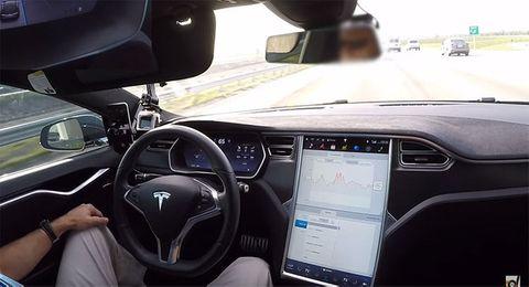 ky su volvo boc me he thong lai tu dong cua tesla Volvo sẽ ra mắt hệ thống lái tự động cấp độ 4 trong năm 2017