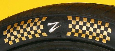 lop 2 1126 Đôi lốp xe có giá đến 600.000 USD được dát vàng