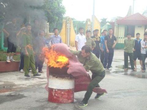 Các cách dập tắt đám cháy do xăng dầu gây ra nhanh, hiệu quả nhất - Ảnh 1